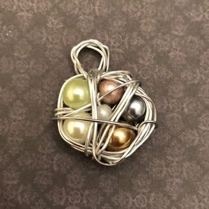 "Jewelry - Adorable ""Bird nest"" pendant."
